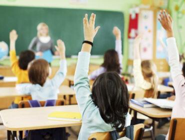 Почти половина нижегородцев считает, что учителей стали меньше уважать
